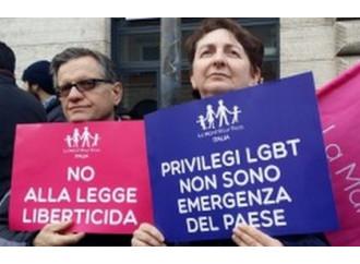 Omofobia, si riparte. Prove tecniche di dittatura