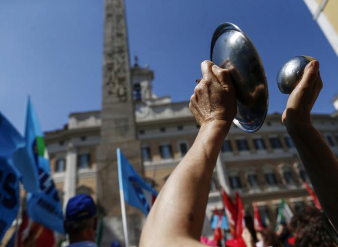 Manifestazione dei sindacati di fronte a Montecitorio
