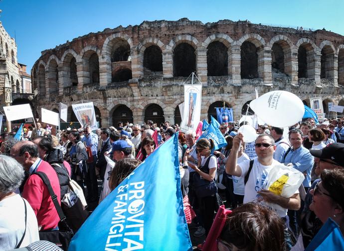 La marcia per la Famiglia a Verona