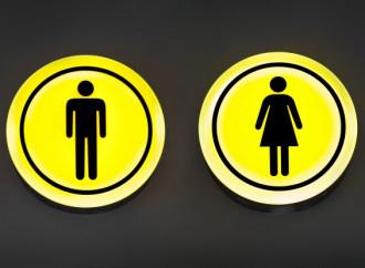 Corte Suprema: i trans possono scegliere che bagno usare