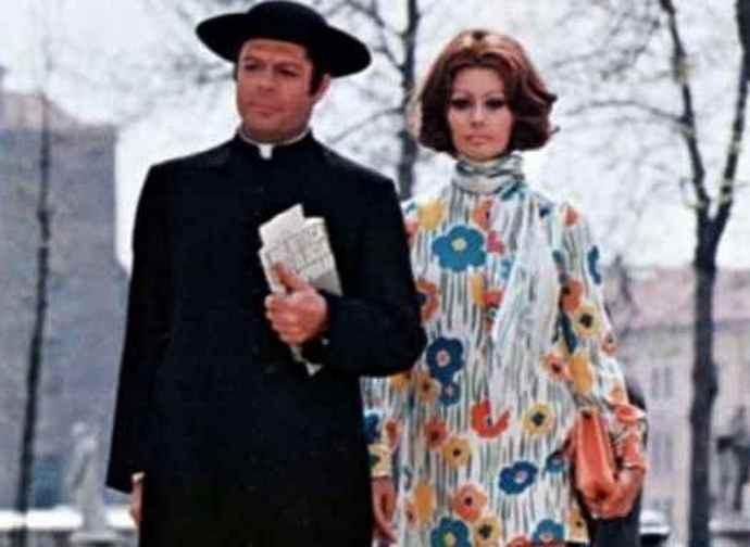 """Marcello Mastroianni e Sofia Loren ne """"La moglie del prete"""""""