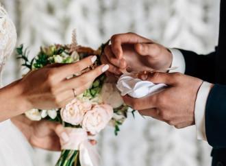 """Mostri gender, vietato dire """"vi dichiaro marito e moglie"""""""