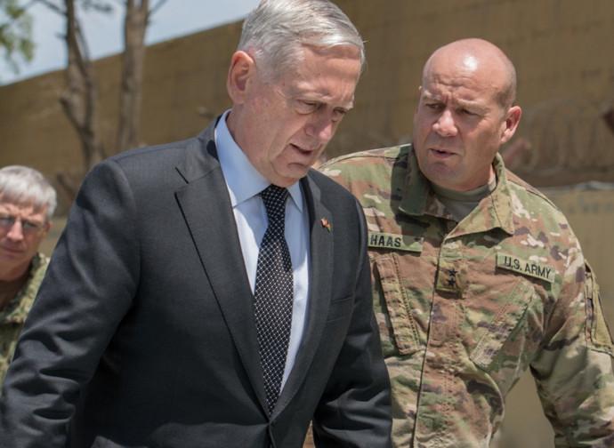Il segretario alla Difesa Jim Mattis in Afghanistan