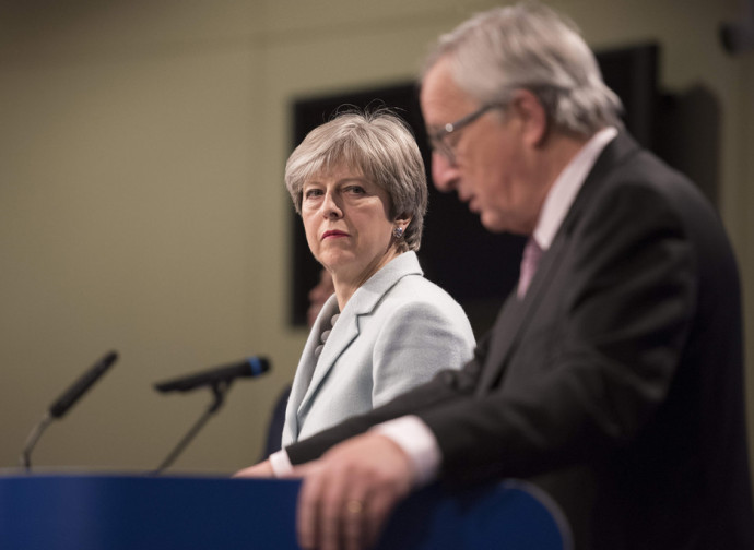 Theresa May e Jean Claude Juncker