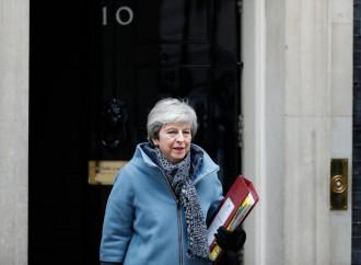 """La May offre le dimissioni per salvare la """"sua"""" Brexit"""