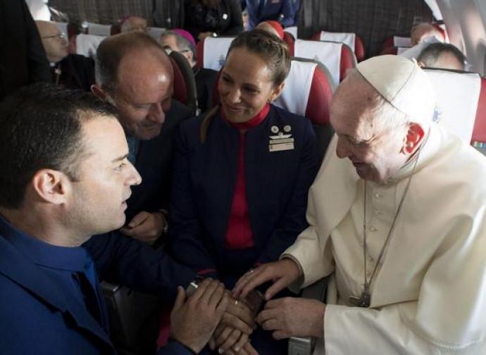 Il Papa con i due sposi