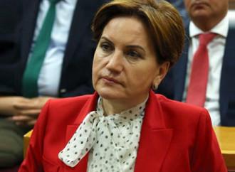 Una donna, laica, sfida l'islamismo di Erdogan