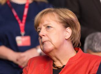 Travolta dall'onda di migranti, la Merkel dice addio
