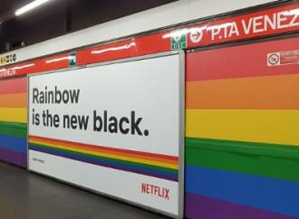 Protestano per la metro gay a Milano. Piovono insulti.