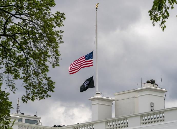 Casa Bianca, bandiera a mezzasta dopo la strage di Indianapolis