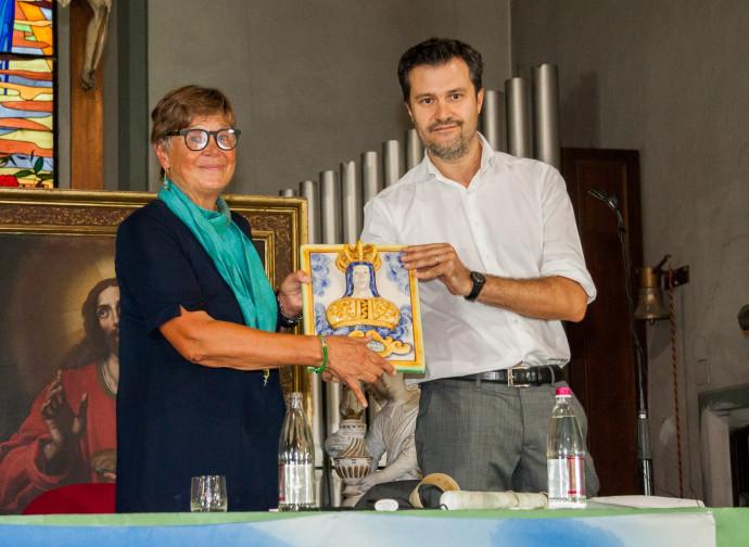 Silvana De Mari premiata alla giornata del Timone dal direttore Bertocchi