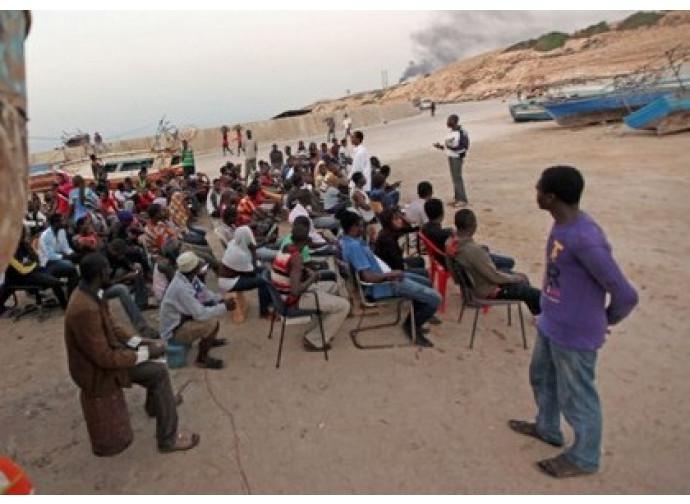 Migranti in Libia in attesa di partire