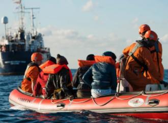 Un gruppo di emigranti in attesa dal 9 gennaio di essere ricollocati ha iniziato uno sciopero della fame