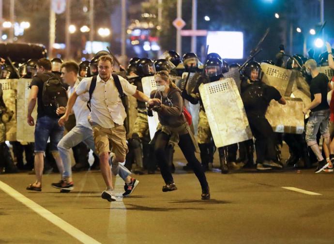 Minsk, carica della polizia