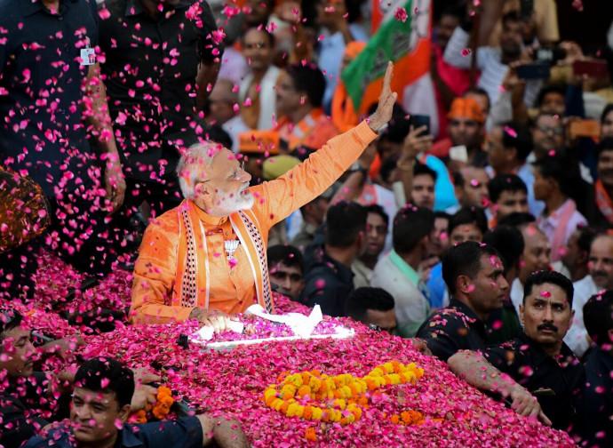 Narendra Modi festeggia la vittoria