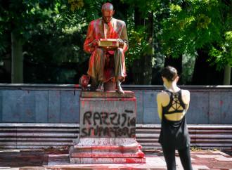 Chi odia Montanelli e vandalizza la sua statua
