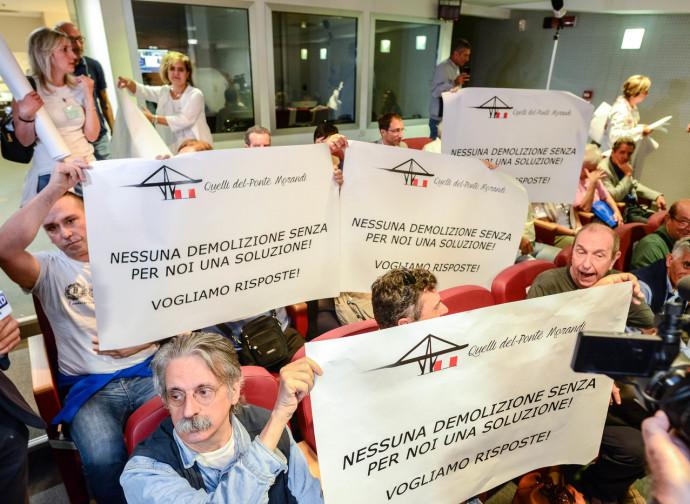 La protesta degli sfollati a Genova
