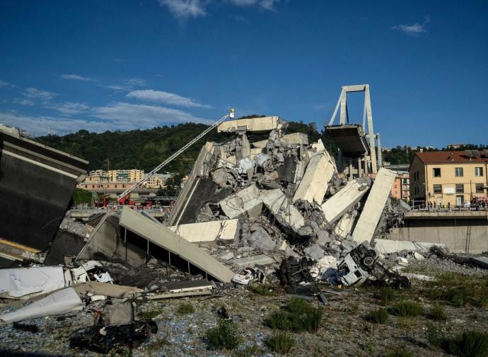 Il ponte Morandi crollato
