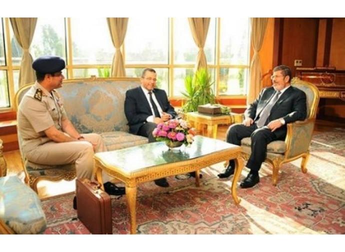 Morsi incontra il generale al Sisi e il premier Qandil