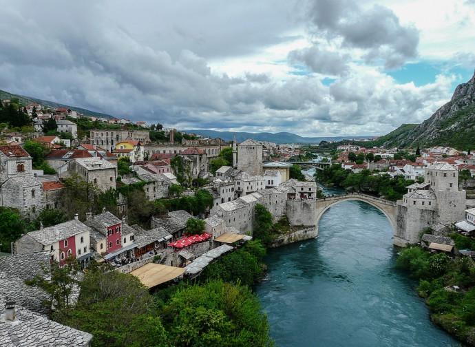 Il ponte di Mostar, uno dei simboli del conflitto croato-bosniaco