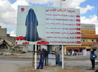Mosul, i poster appesi dall'Isis