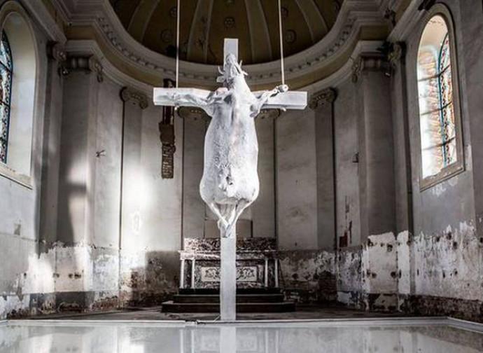 L'installazione nella chiesa di Looz