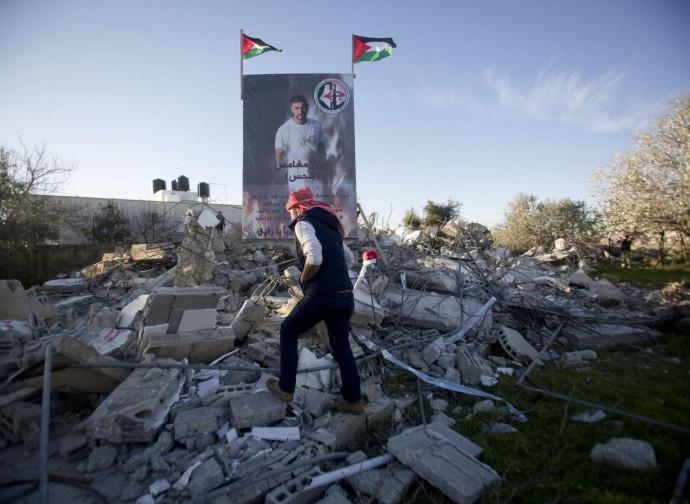 La casa di Yassan Mughmais distrutta per rappresaglia dagli israeliani