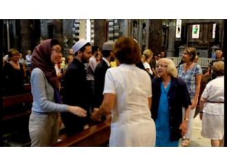 Musulmani a messa, vince l'indifferentismo religioso