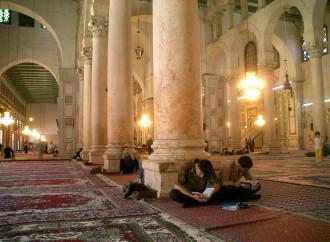 Sondaggio: nel mondo arabo non c'è più religione
