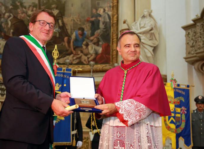 L'arcivescovo di Modena Castellucci con il sindaco Muzzarelli