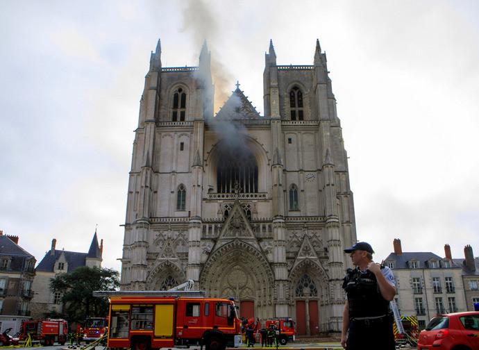 Incendio nella cattedrale di Nantes