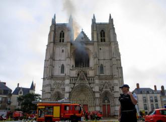 Cattedrale di Nantes a fuoco, attacco al cuore della Chiesa