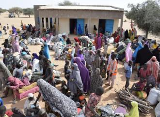Sono migliaia i profughi in fuga dagli scontri tra Boko Haram e forze governative nel nord est della Nigeria