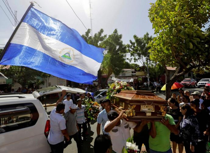 Nicaragua, funerale delle vittime della repressione