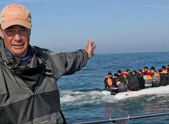 """«La Francia """"scorta""""i migranti illegali nel Regno Unito»"""