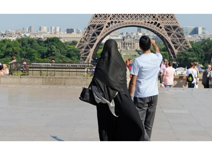 Velo islamico in Francia