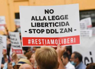 Milano, in piazza contro il Ddl Zan