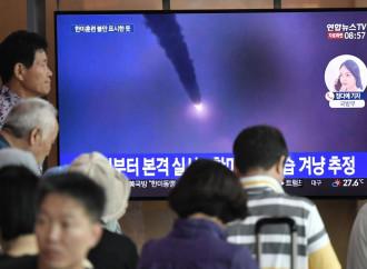 La Corea del Nord testa i missili e i colloqui di pace