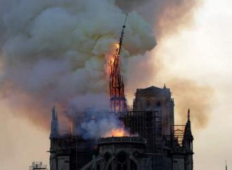 Notre Dame brucia, e l'Europa scopre la bellezza del Medioevo