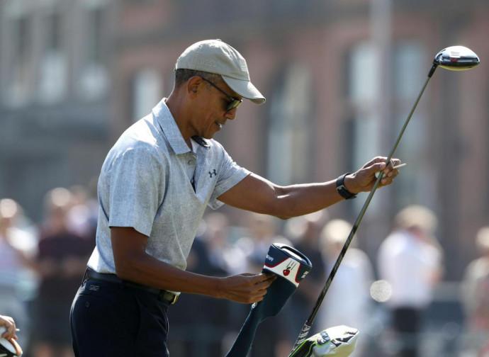 Obama gioca a golf