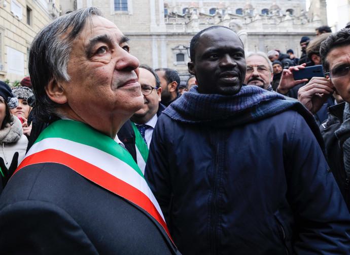 Leoluca Orlando a una manifestazione contro il Decreto Sicurezza