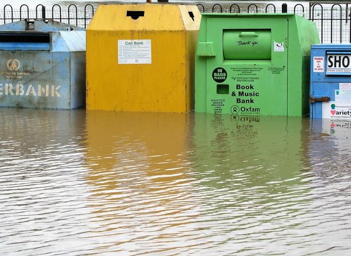 Oxfam, cassoni nell'acqua alta