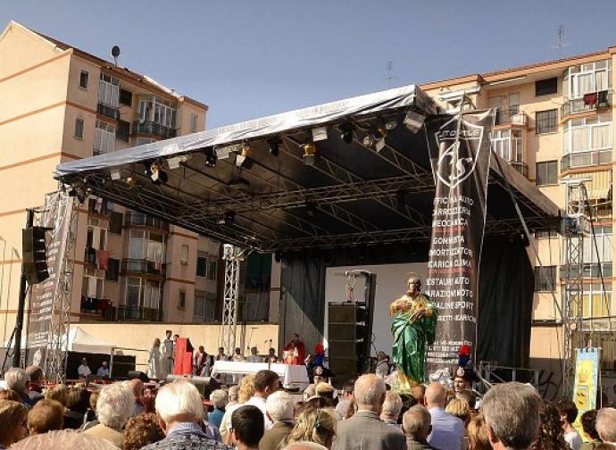 Il palco a Nichelino per la messa e il concerto