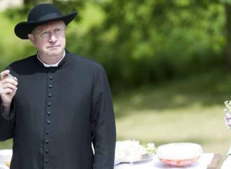 Eutanasia e baci saffici, che tristezza il nuovo Padre Brown