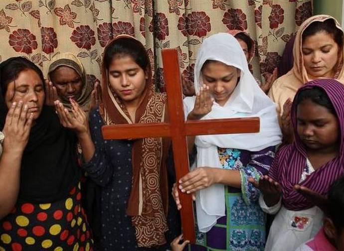 Donne pachistane pregano per Asia Bibi