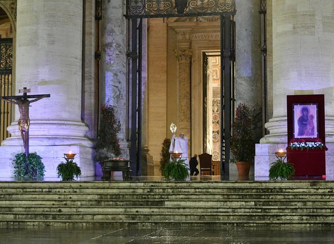 Il Papa in piazza san Pietro il 27 marzo