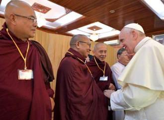 Il Papa ai buddisti e ai cristiani: sanare le ferite