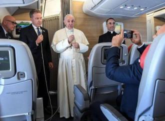 Il Papa di ritorno dalla Colombia