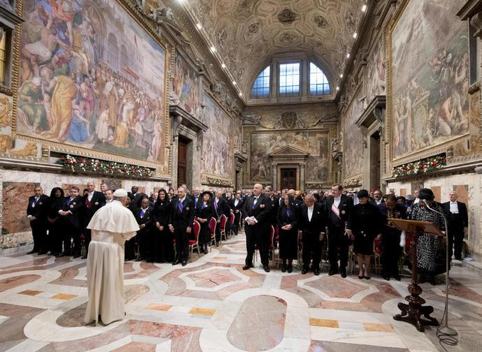 Il Papa parla al Corpo Diplomatico