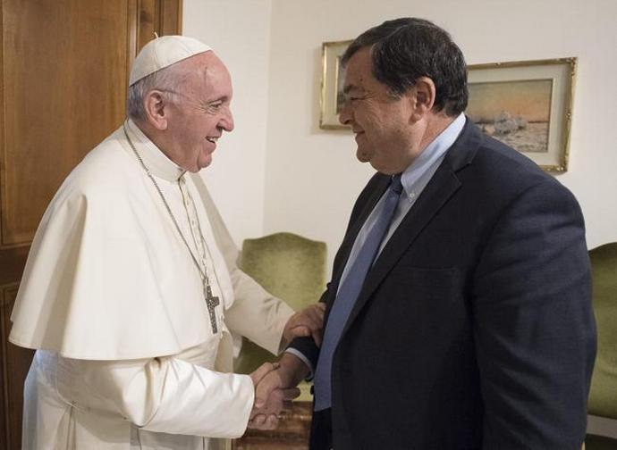 Papa Francesco con Guido Gentili, direttore del Sole 24 Ore